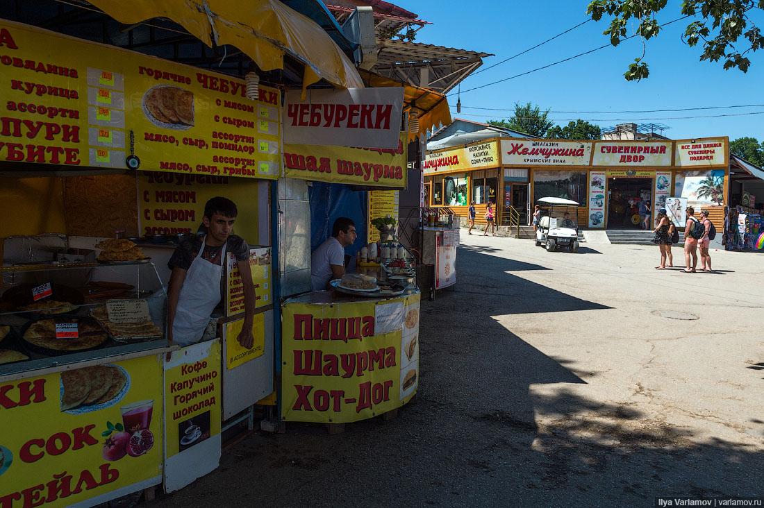 24. Из уличной еды в основном продают пирожки, пиццы, чебуреки, горячую кукурузу и т.д. Со здоровой