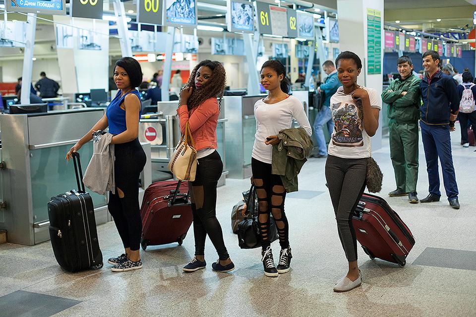 18. Последний раз я встретилась с девочками в аэропорту, после чего их след пропал. Они не отвечают