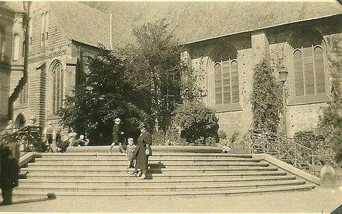 Der Südermarktbrunnen nach der Entfernung der Germania, dem Relief und den restlichen Statuen, Ende der 1930er