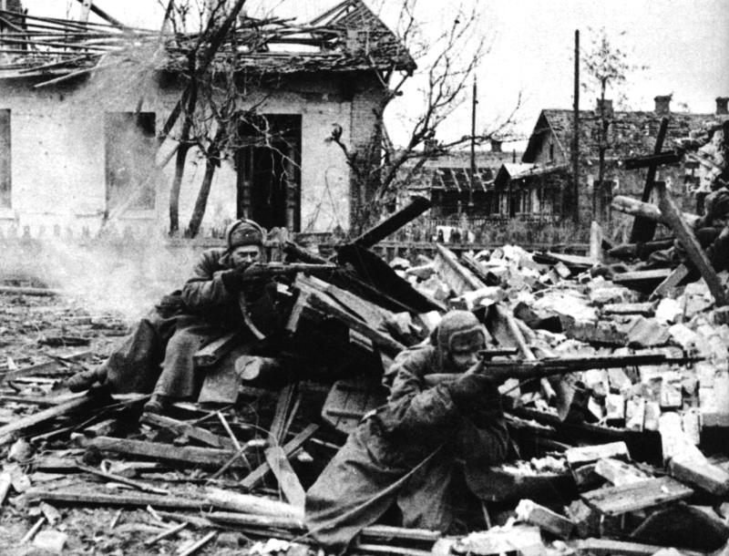 Стрелки подразделения лейт. Рогова ведут бой на окр. Сталинграда.jpg