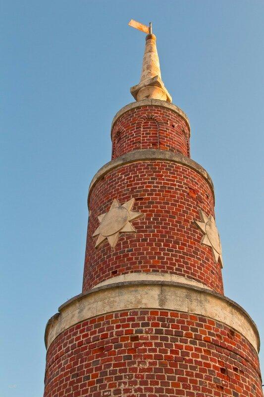 Участок старой ограды Брусенского монастыря с башенкой