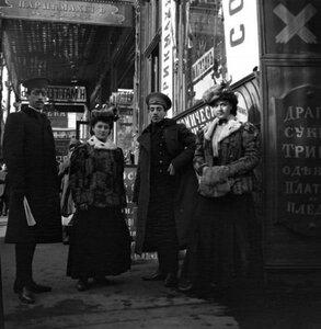 1900-е. Густя, Тина и 2 Лени в Охотном ряду