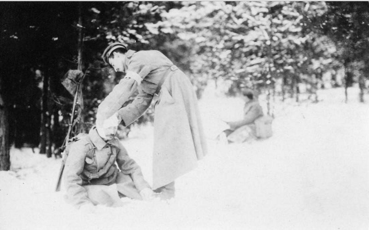 1915. Первая помощь в бою