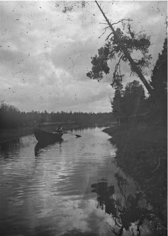 Оланга. Лодка на реке