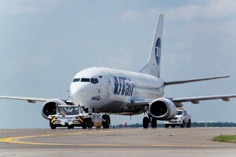 Boeing 737-524 (VP-BVZ) ЮТэйр 0400_D804460