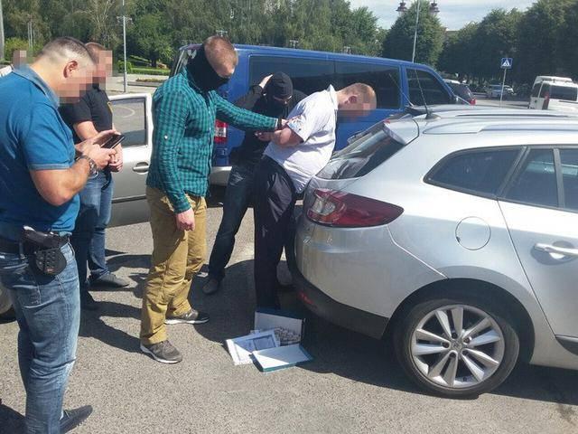 Глава сельсовета задержан на Ривненщине при получении 0,5 млн грн взятки, - СБУ. ФОТОрепортаж