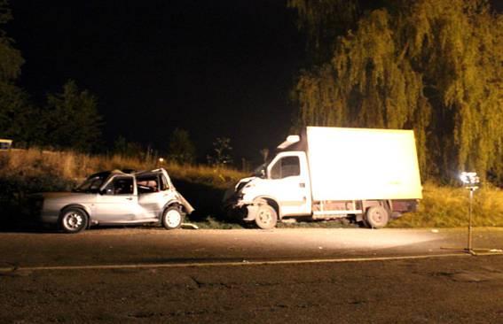 Пьяный водитель грузовика сбил женщину на Буковине и врезался в припаркованный автомобиль. ФОТОрепортаж