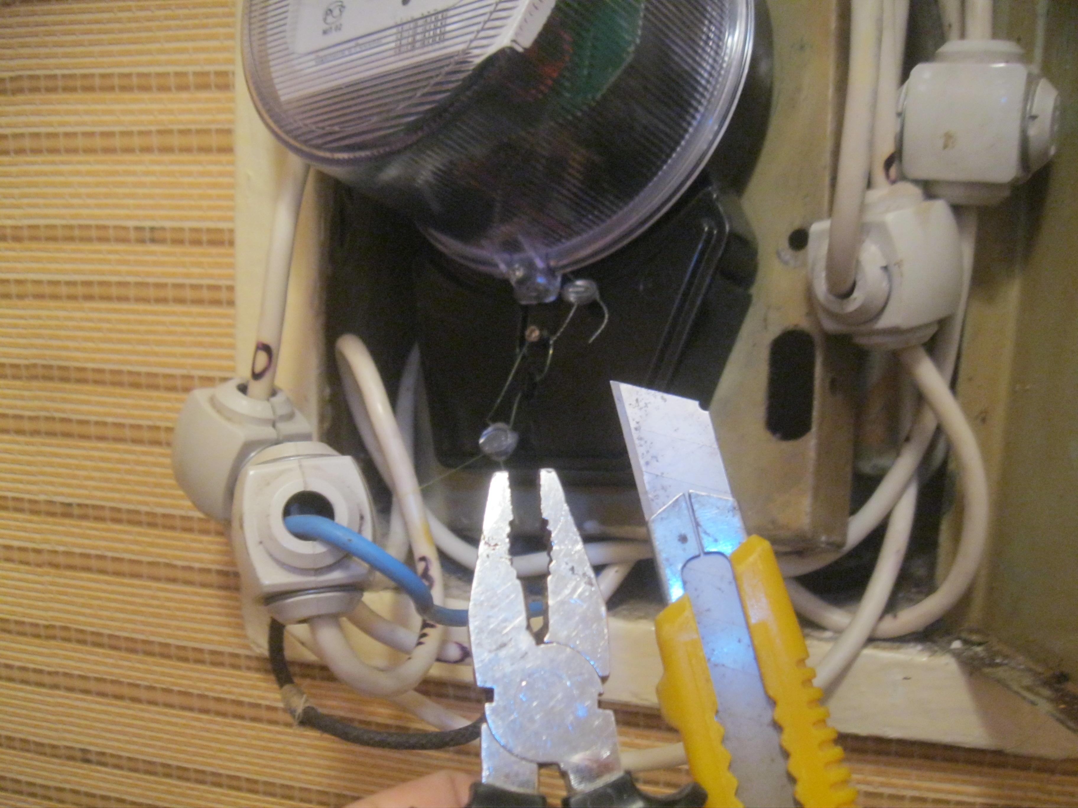 Срочный вызов электрика аварийной службы в квартиру из-за неисправностей электрощитового оборудования