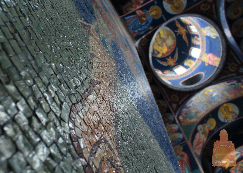 Мозаика состоит из тысяч кусочков