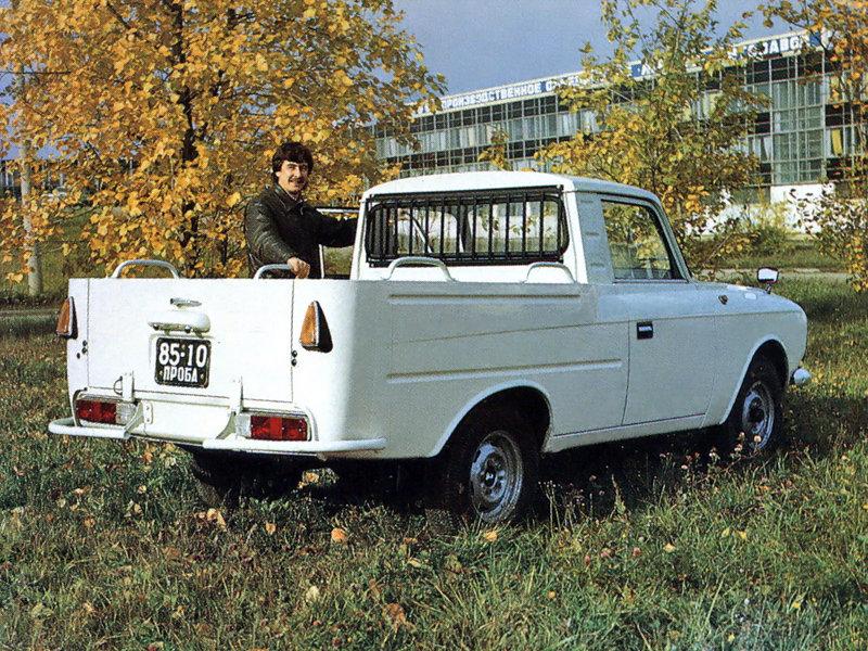 До войны выпускали две серийные модели пикапов — ГАЗ-4 и ГАЗ-415, после войны был большой перерыв, а