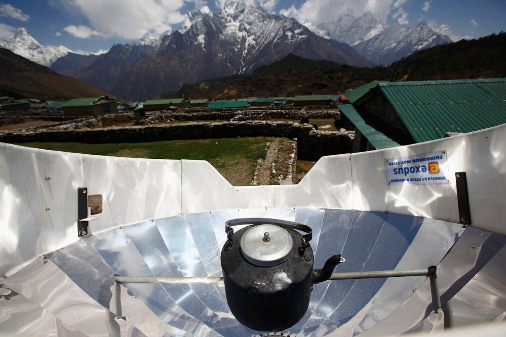 22. Гора Эверест, вид из окна монастыря в Тенгбоче. (Фото Navesh Chitrakar | Reuters):