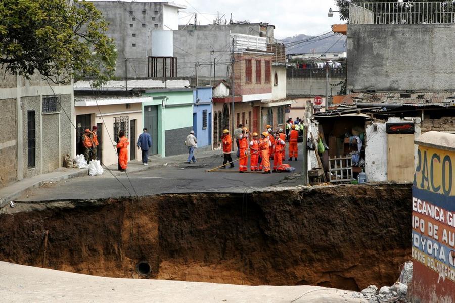 4. 23 февраля 2007 года в городе Гватемала образовалась настолько огромная карстовая воронка, что в