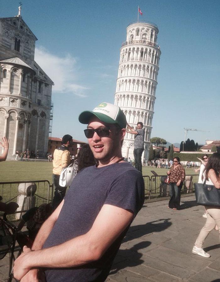 Как правильно троллить туристов у Пизанской башни