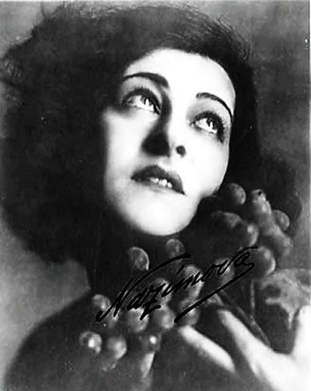 Алла Назимова Алла родилась в Таврической губернии, брала уроки у Станиславского, эмигрировала и ста