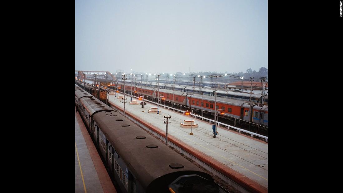 Вид железнодорожной станции в городе Дибругарх, одной из крупнейших станций в штате Ассам на северо-