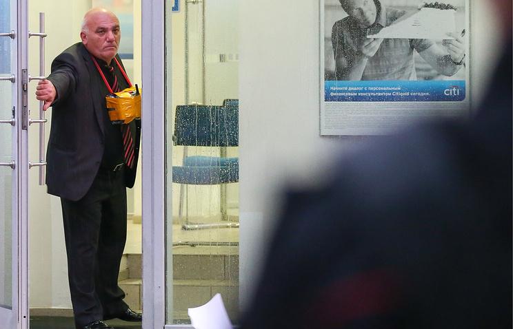 Суд проверит законность ареста мужчины, захватившего отделение банка в столицеРФ