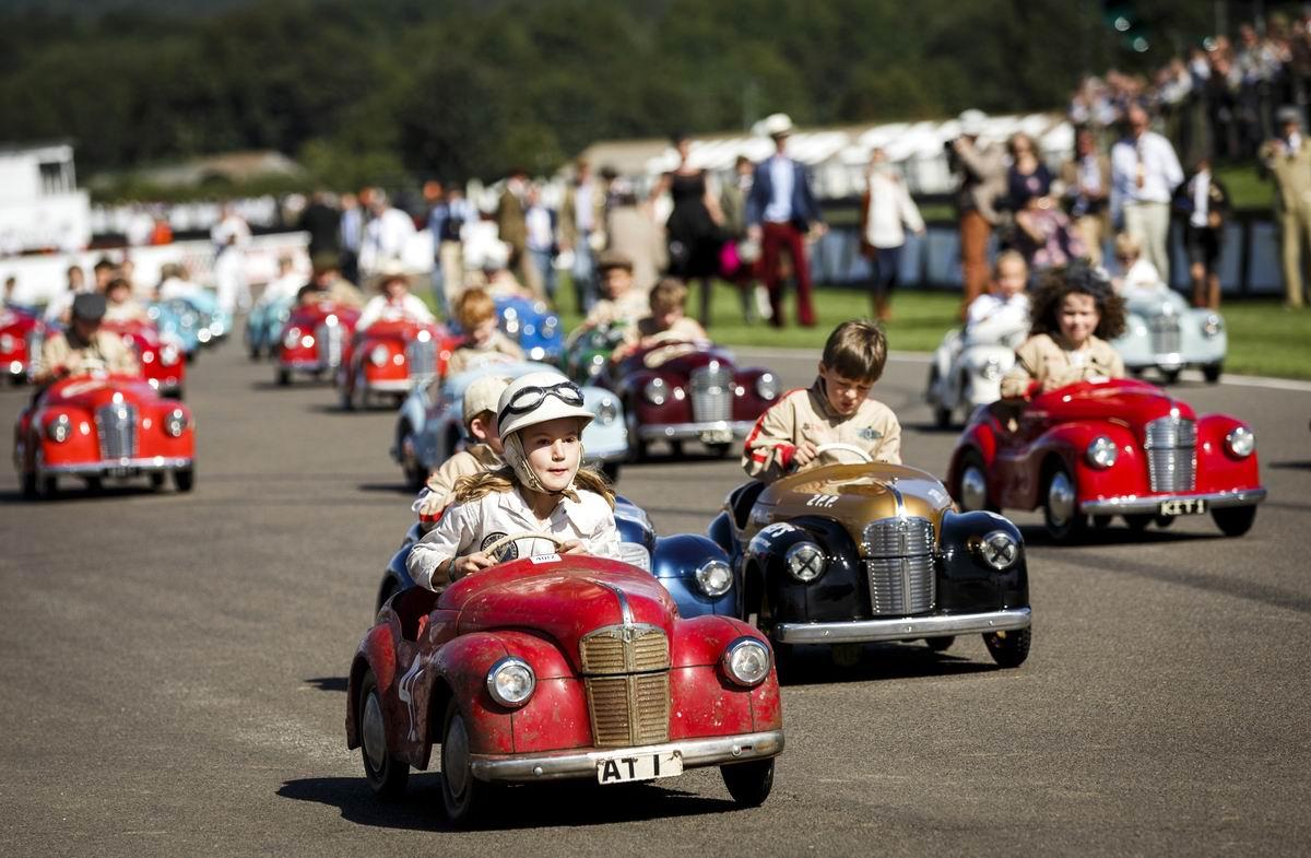 Крути педали: Гонки на детских автомобильчиках в Великобритании
