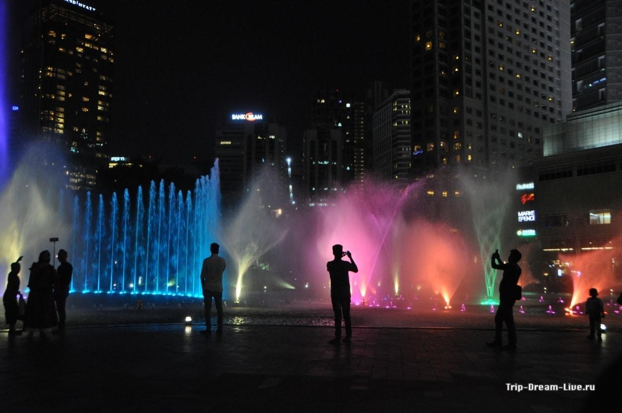 Шоу фонтанов на Simphoni Lake