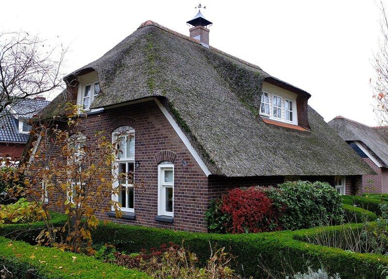 Домик с соломенной крышей