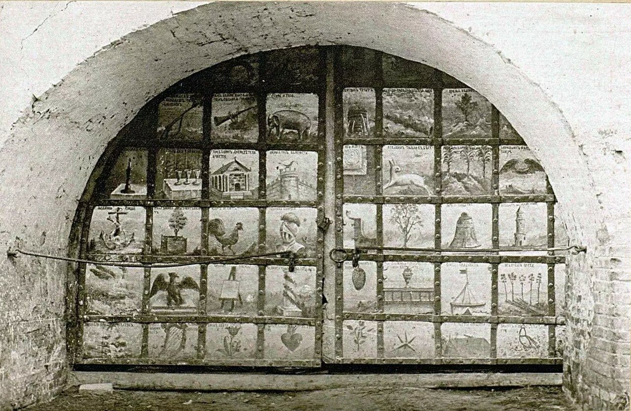 Кремль. Ворота в восточной стене кремля. Изображения половины XVIII-го века