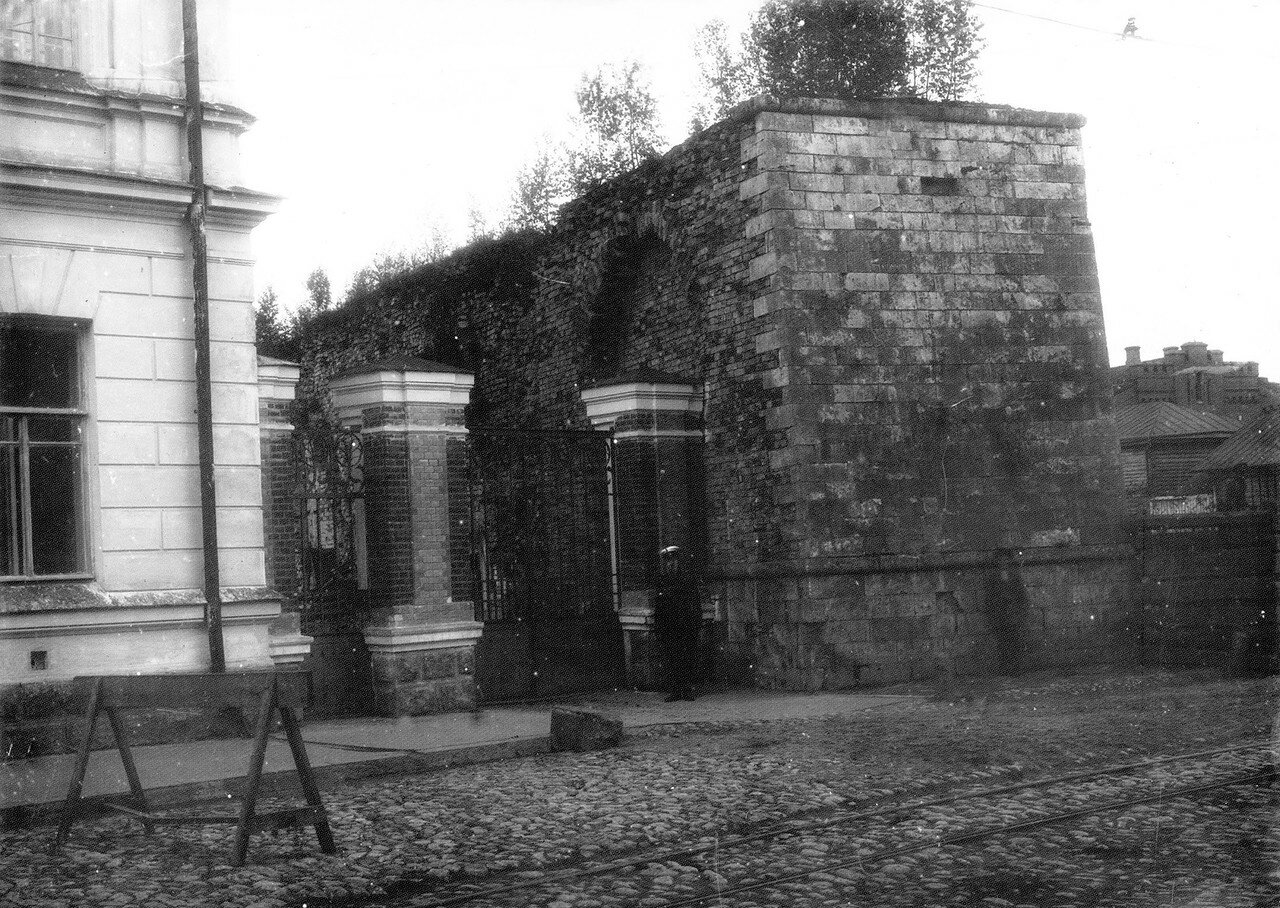 Ильинская улица у Губернаторского пролома. 1912