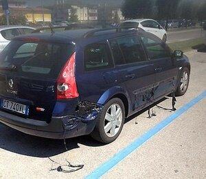 В Италии автомобиль расплавился от жары под Солнцем