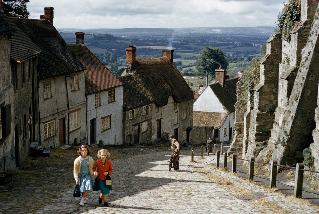 1955 Schoolgirls climb Gold Hill past old abbey walls in Shaftesbury dorsetshire by Kathleen Revis.jpg