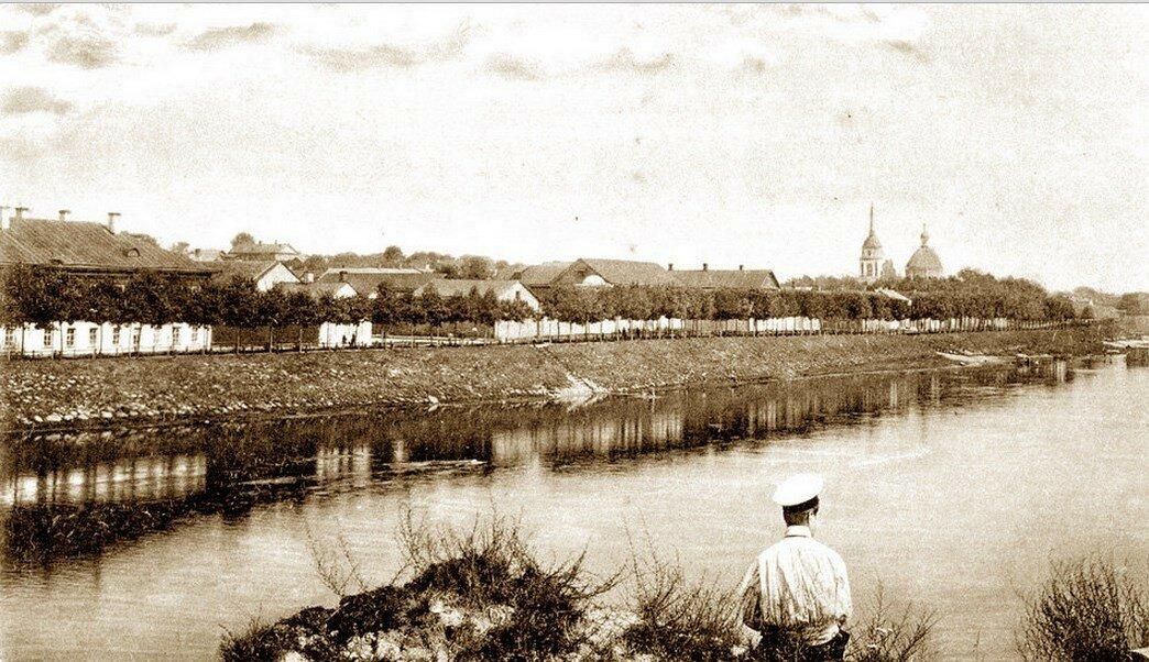 Вид города с церковью Покрова Богородицы