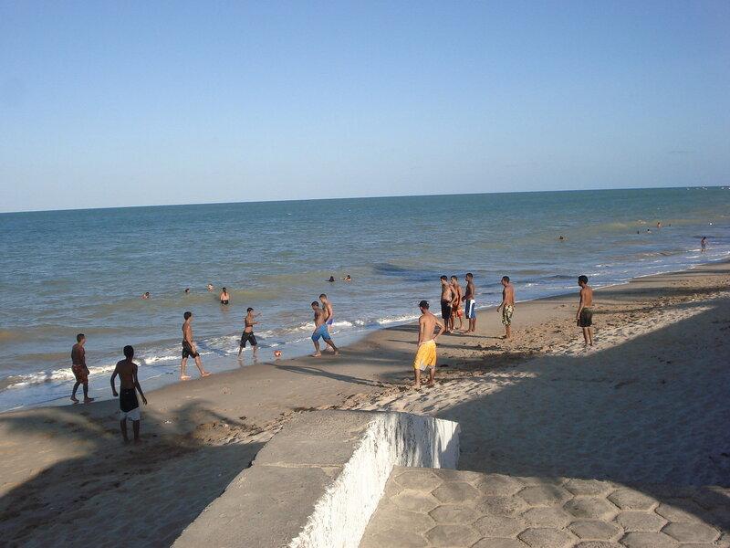Футбол на пляже
