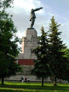 Ленин на постаменте царской семьи Романовых.  Кострома. Апарышев.