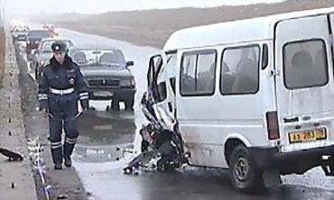Калина врезалась в маршрутку, 12 пострадавших