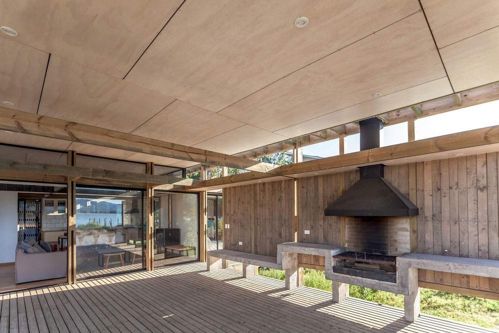 Домик для отдыха на берегу живописного озера в Чили