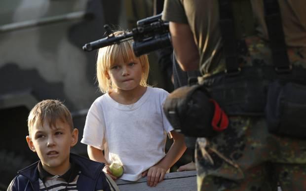 Детство в пламени войны: В сети обнародовали ужасающую статистику гибели детей на Донбассе