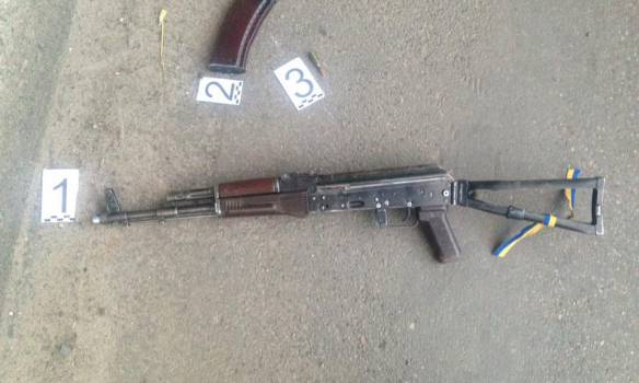 В Харькове пьяный военнослужащий стрелял из автомата в автомобиль такси, - полиция. ФОТОрепортаж
