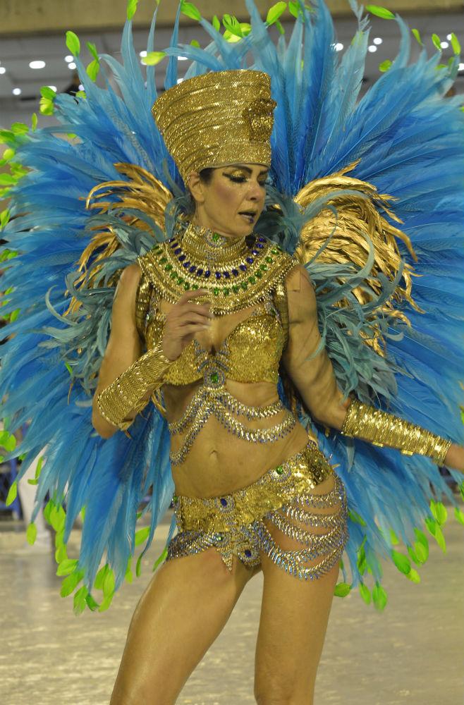 Бывшая модель Лусиана Морад, известная тем, что родила ребенка от Мика Джаггера. На параде она предс