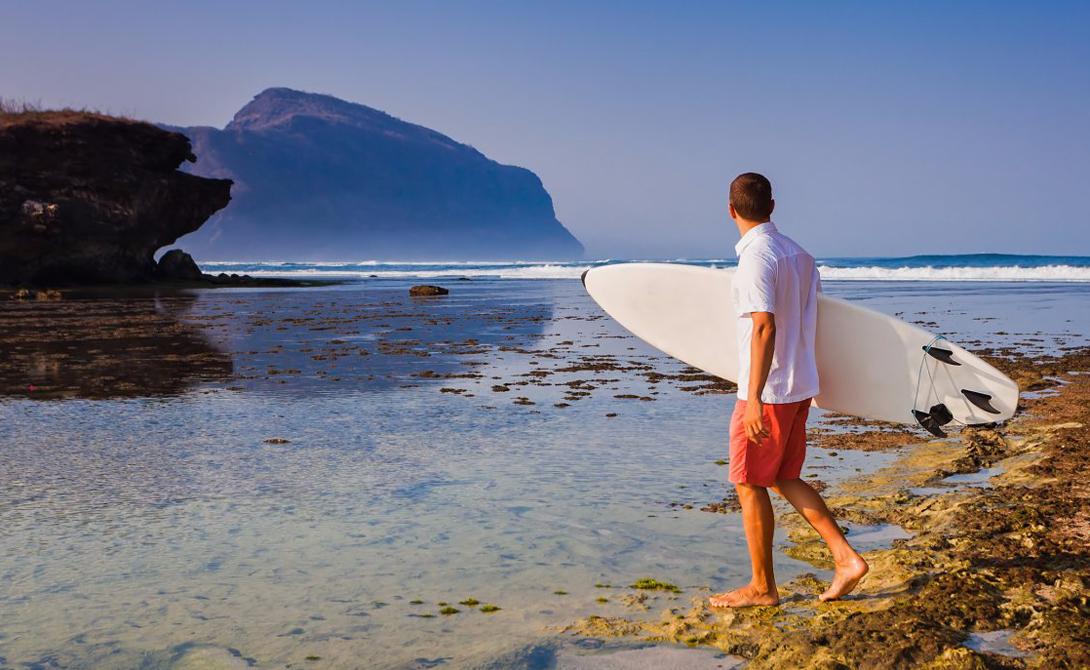 Сумбава Индонезия Остров пользуется большой популярностью у серферов, а потрясающие коралловые рифы,