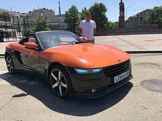 Автомобиль выехал из Москвы 18 июня. Вчера он пересек Керченскую паромную переправу. Первыми уникаль