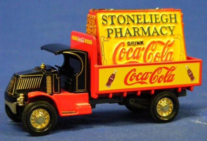 Масштабная модель рекламного Mack AC 1920 года. На грузовиках, с самых ранних лет, на бортах или тен