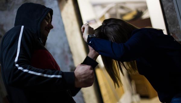 ЭКСМО рассчитывает выпустить книгу «Янебоюсьсказать» систориями женщин, подвергшихся насилию
