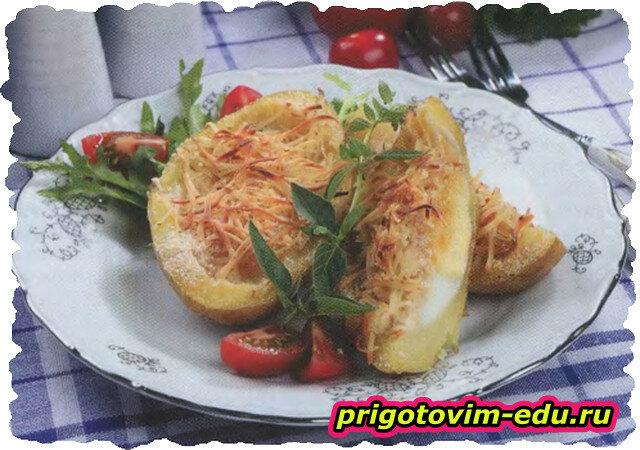 Картофель фаршированный яйцами и сыром