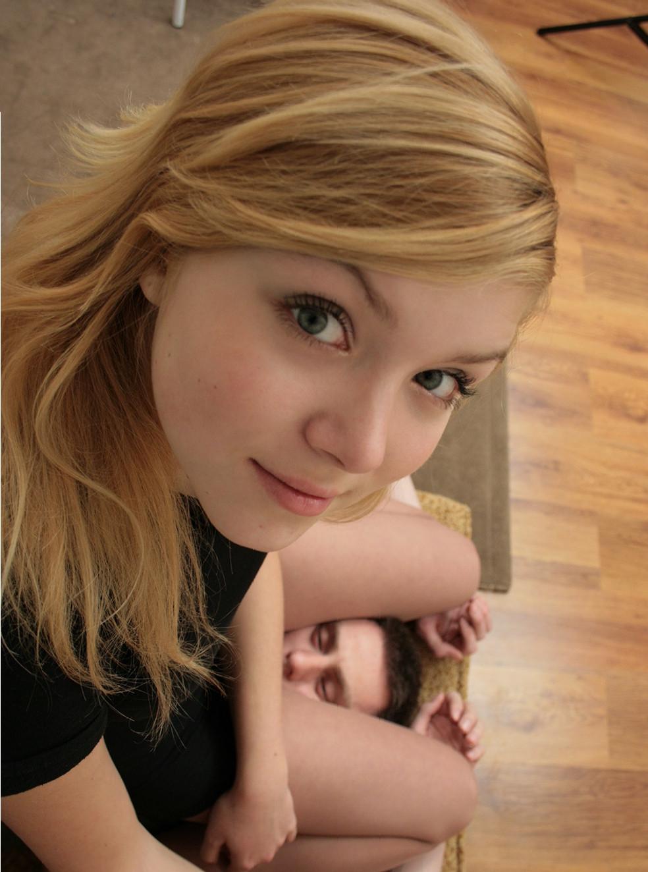 Фото девушек севшей на 25 фотография