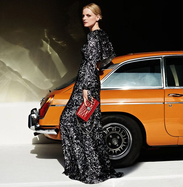 Bally 's Fall Winter 2016.17 advertising campaign features supermodel Guinevere Van Seenus joi