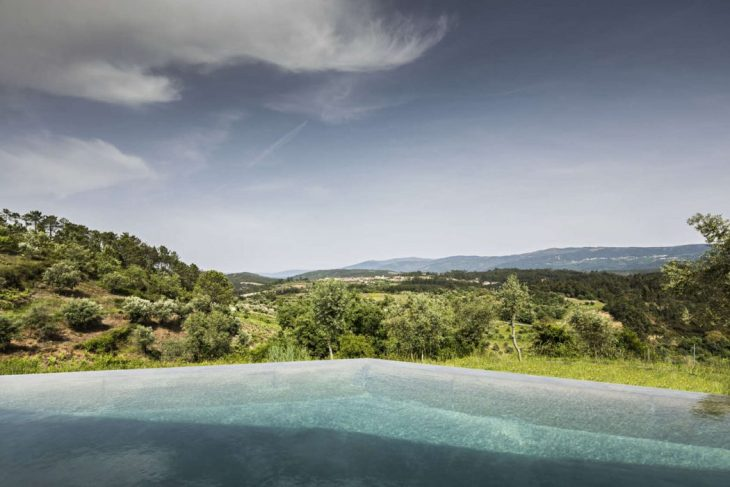 Gateira is a hamlet placed on a beautiful hill planted with vineyards, pines and olive trees with sp