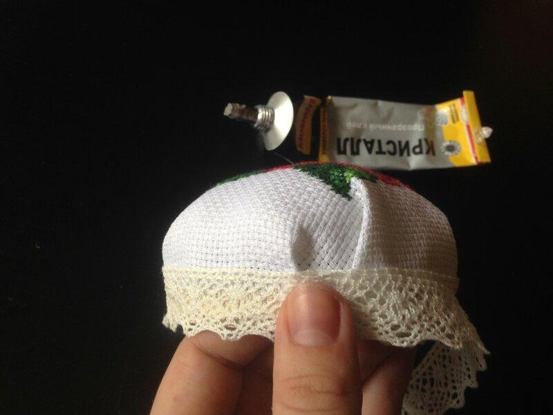 Шкатулка-игольница с вышивкой