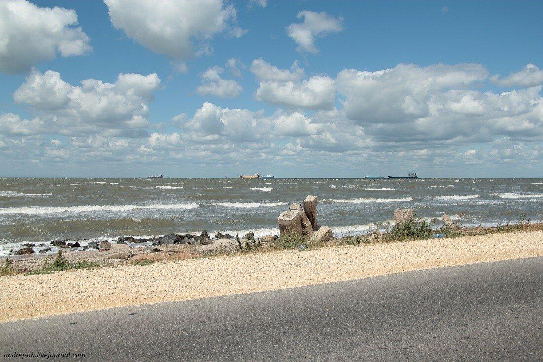Вид на море с косы Чушка в Краснодарском крае