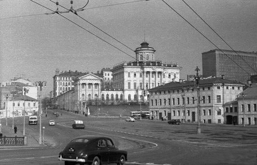38389 Старая застройка Боровицкой площади В. Гуменюк 1959.jpg