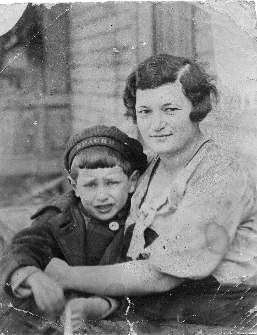 1930-е. Берта Лясс с Левушкой