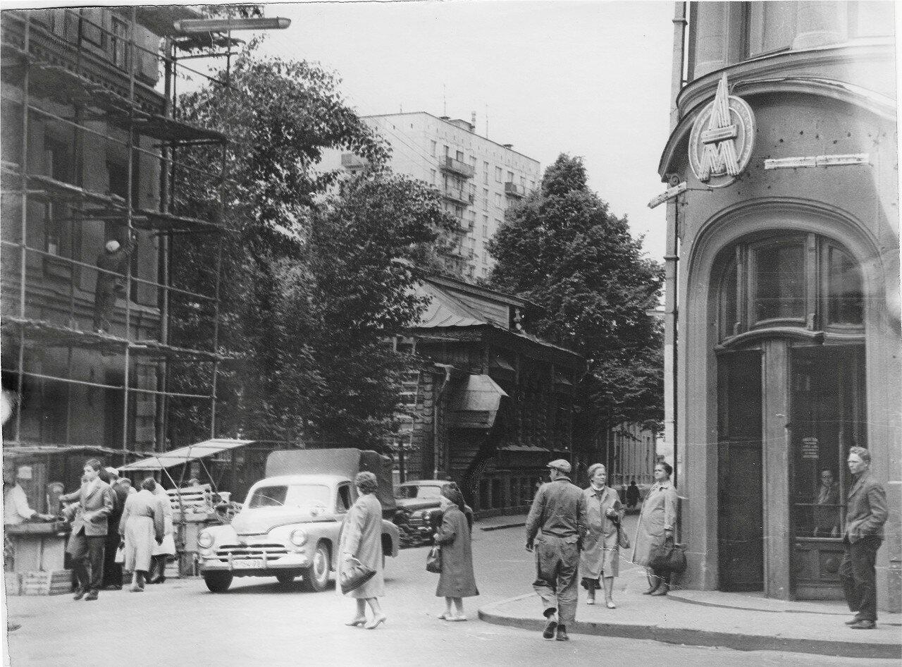 1965. Староконюшенный переулок