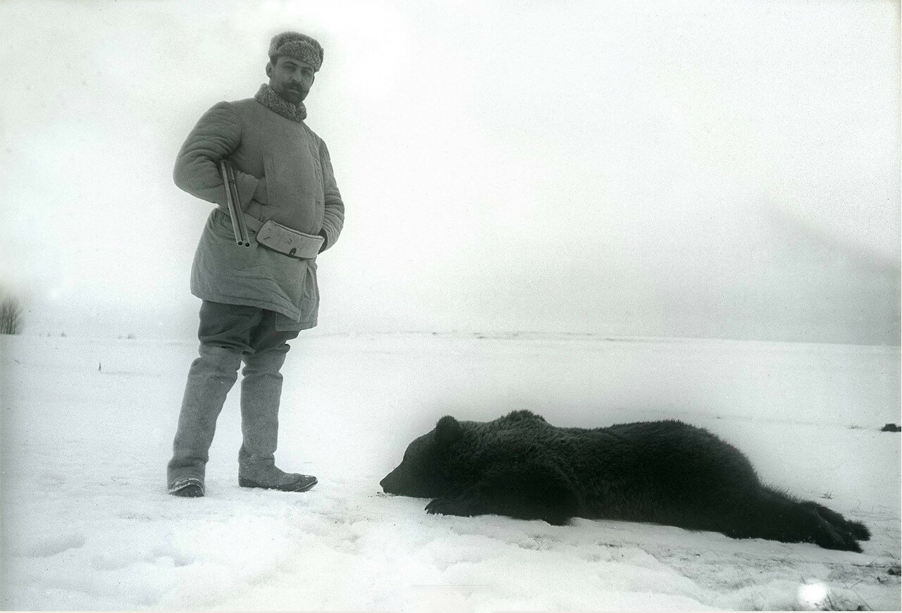 1897. Борис Востряков на охоте