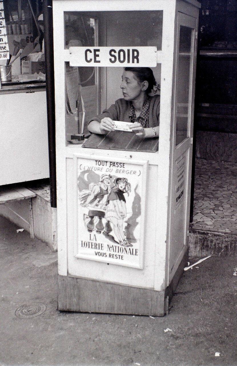 27 июля. Продавщица лотерейных билетов